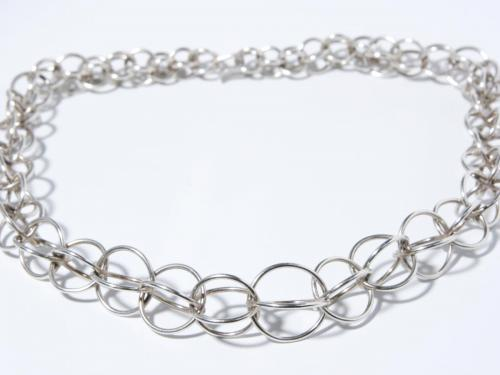 Moderne Silberkette aus ringen